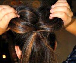 Как делать бантик из волос?
