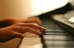 Как научиться играть на пианино?