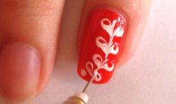 Рисунки на ногтях иголкой.