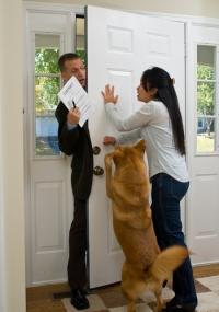 Как отвадить от дома нежеланного человека?