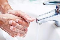 Как убрать супер клей с пальцев?