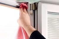 Чем смазать пластиковые окна, чтобы не скрипели?