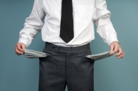 Как банки взимают долги из неплательщиков?